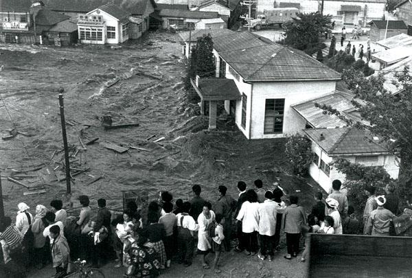 flashback in maritime history deadly tsunami hits hawaii
